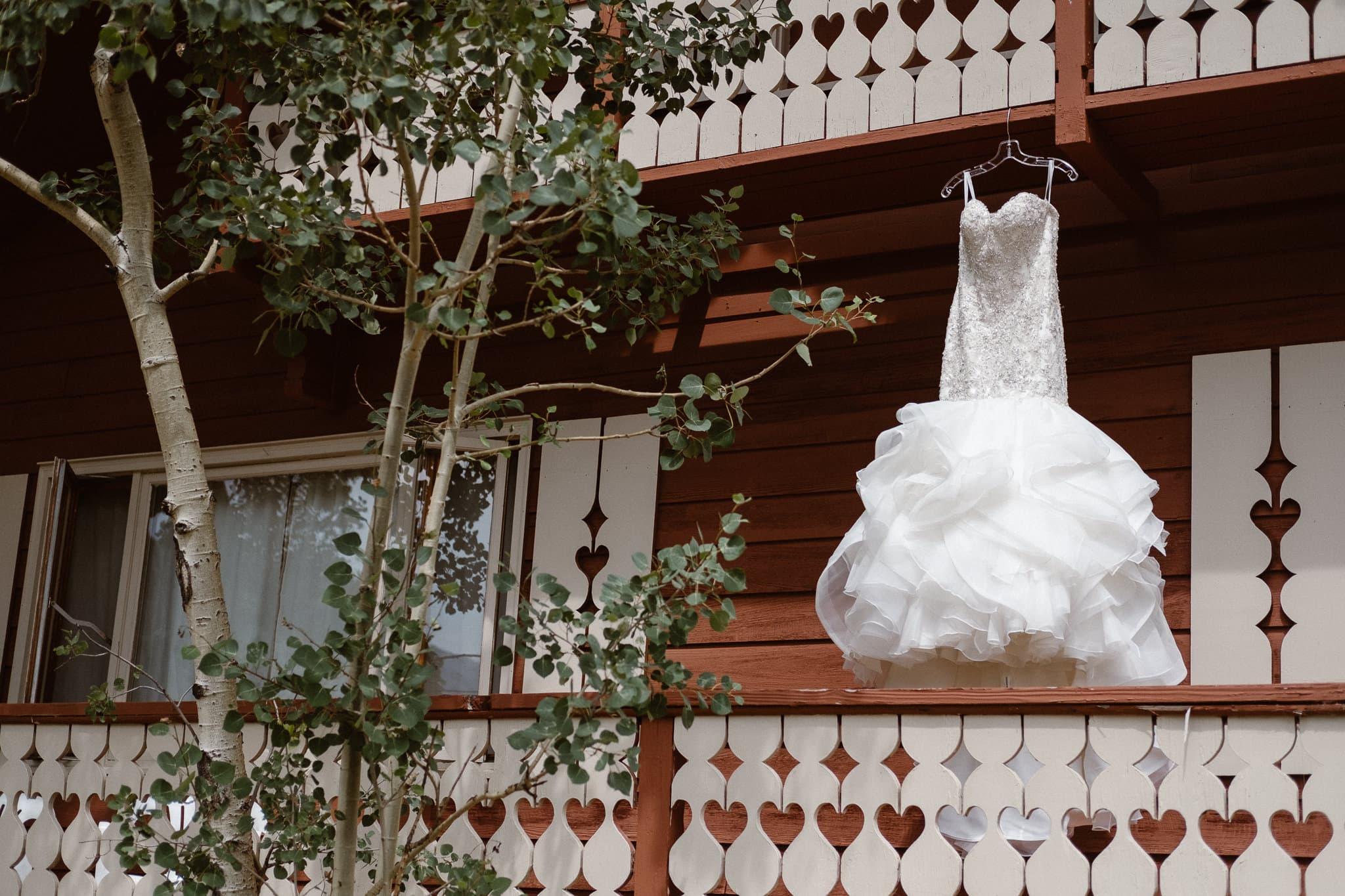 Dao House wedding photographer, Estes Park wedding venue, Colorado mountain wedding, wedding dress, mermaid wedding dress,
