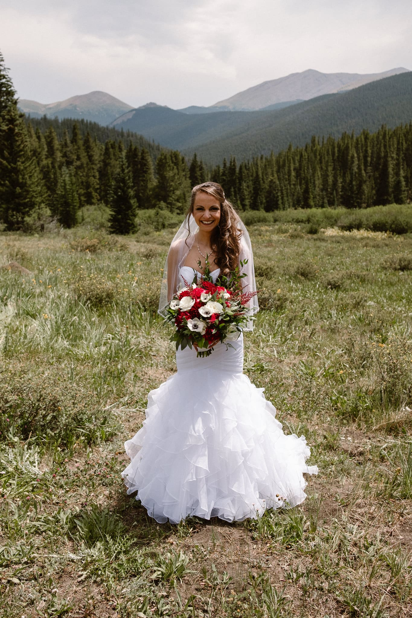 Lodge at Breckenridge Wedding Photographer, Colorado mountain wedding photographer, intimate wedding, bride with bouquet, bridal portraits, red and white bouquet, mermaid wedding dress