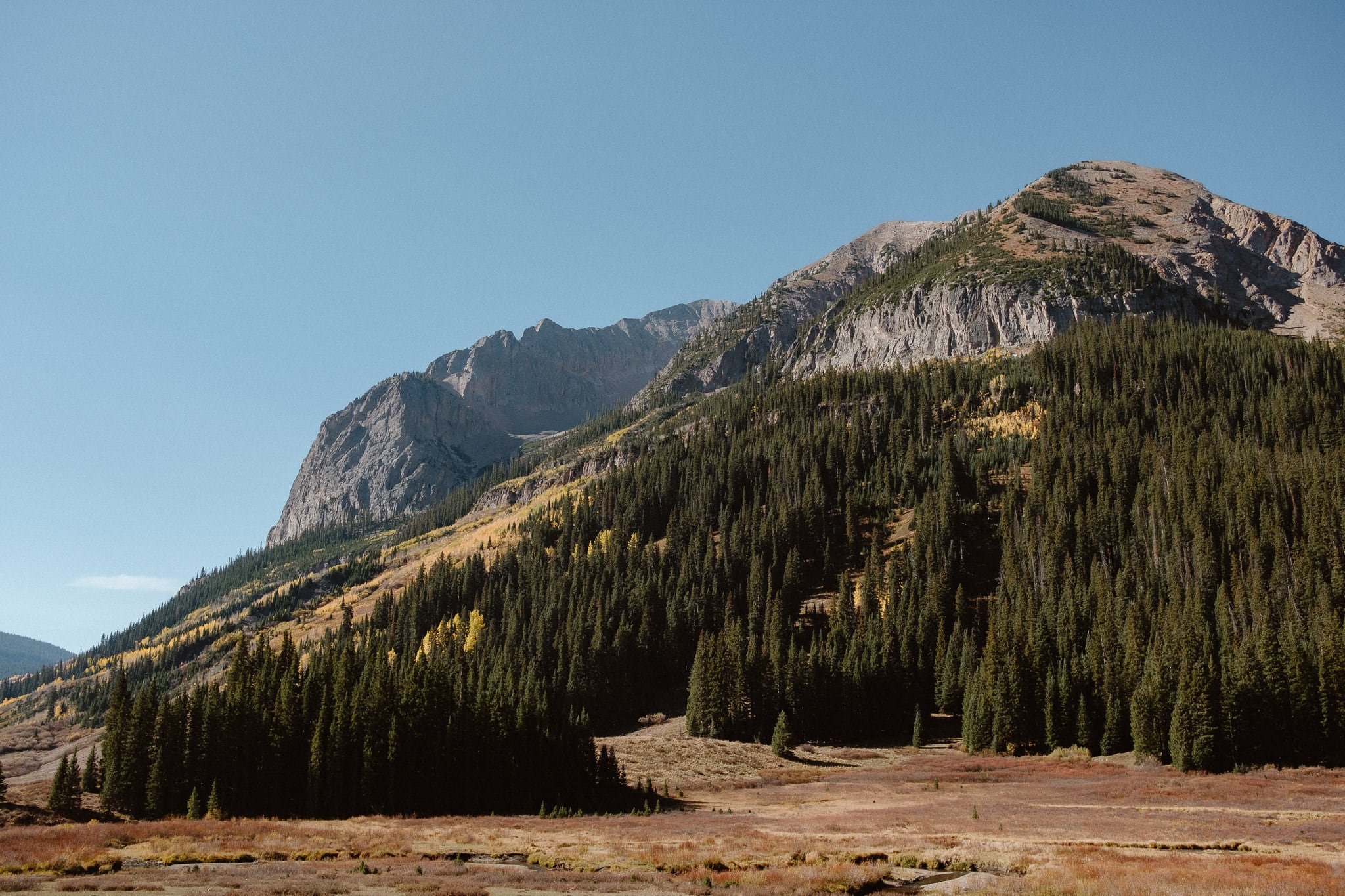 Crested Butte elopement locations, Colorado adventure wedding photographer, mountain elopement views, aspen fall colors