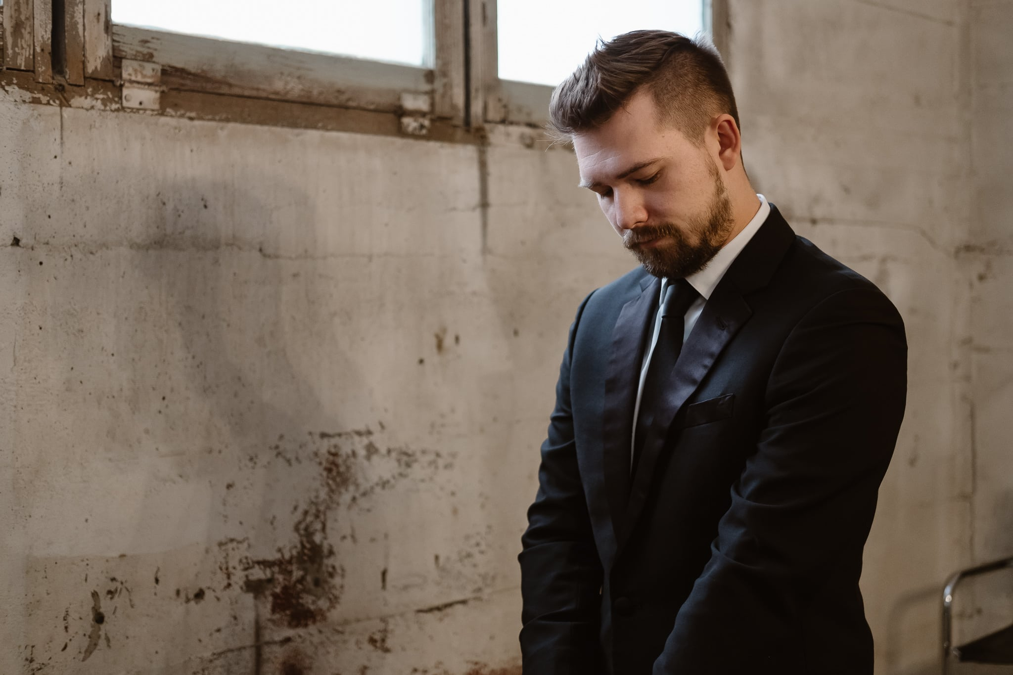 St Vrain Wedding Photographer | Longmont Wedding Photographer | Colorado Winter Wedding Photographer, Colorado industrial chic wedding, Groom getting ready,