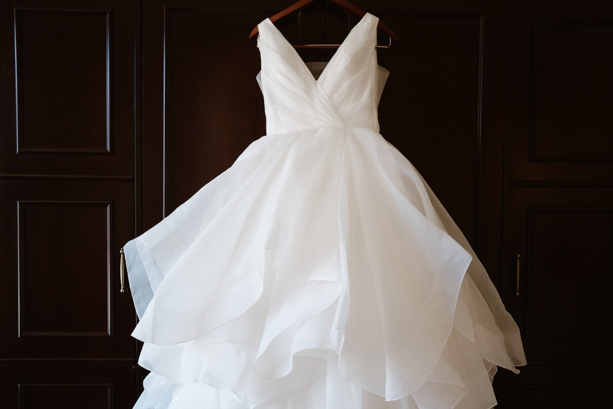 Wedding dress with elegant top and fluffy tulle skirt