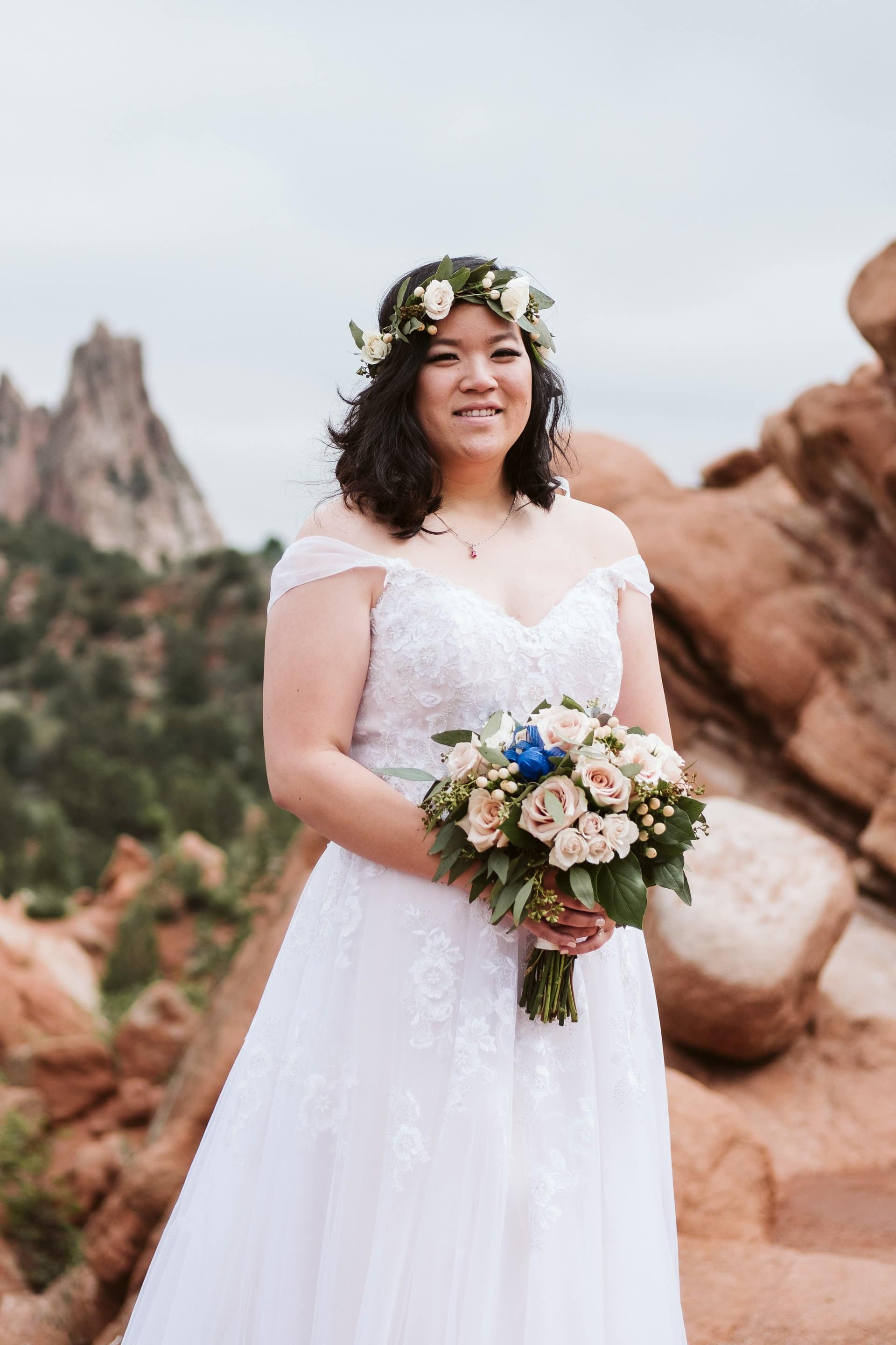 Bride portrait at Garden of the Gods in Colorado Springs, wedding bouquet with pale pink and yellow sandy dusty colors