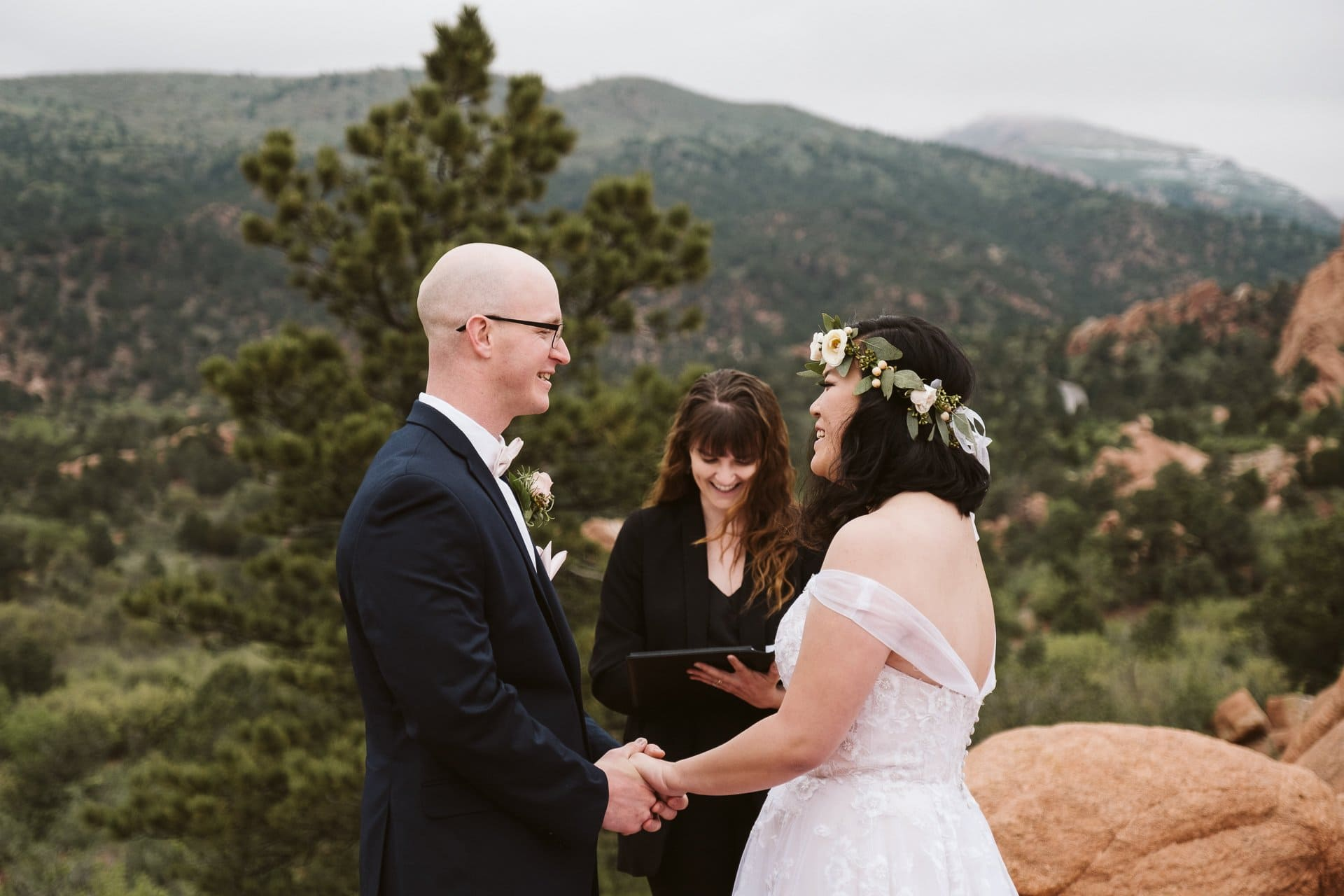 Elopement ceremony at Garden of the Gods in Colorado Springs