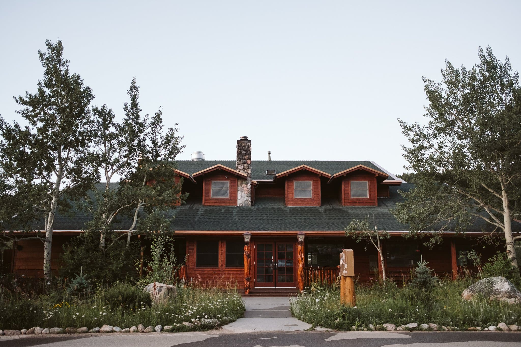 wild-basin-lodge-exterior-1