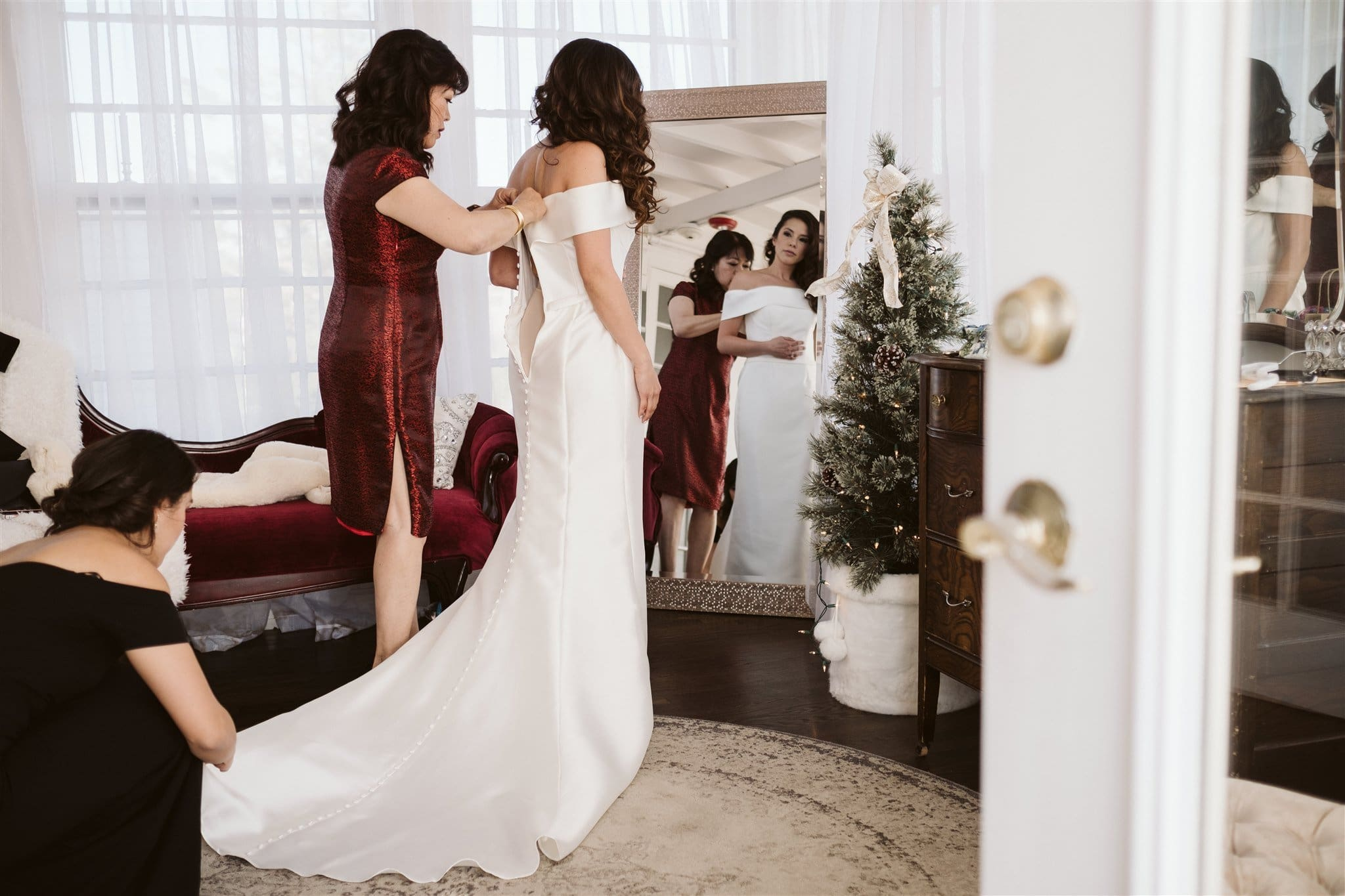 Bride getting ready for wedding at the Manor House in Littleton