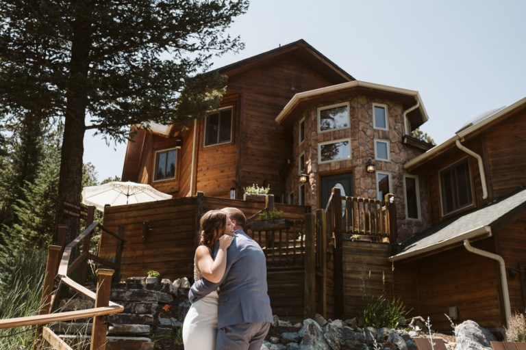 Alisha + Josh's Juniper Mountain House Wedding